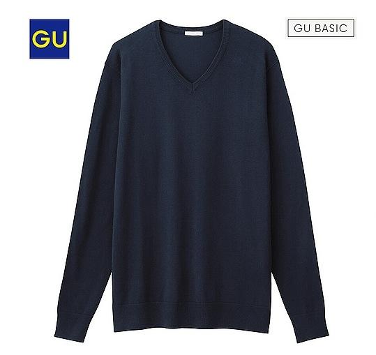 紺のVネックセーター